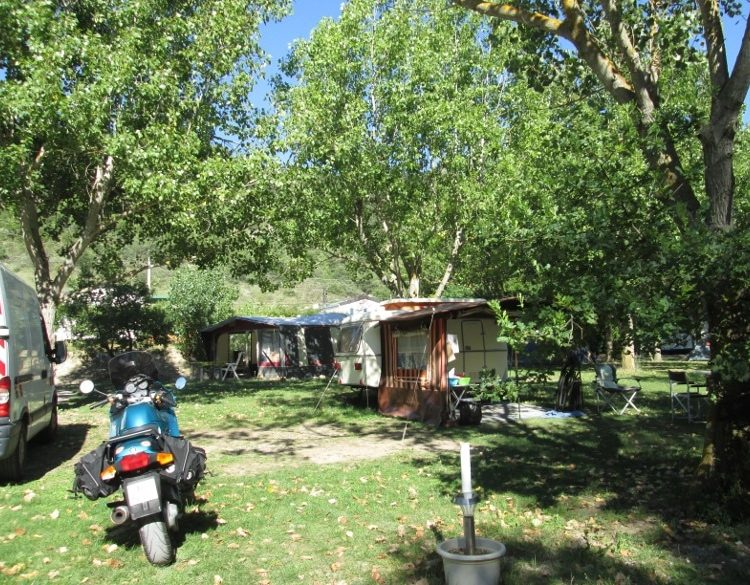 Camping Le Chambron - Emplacementscamping-le-chambron-emplacement-5